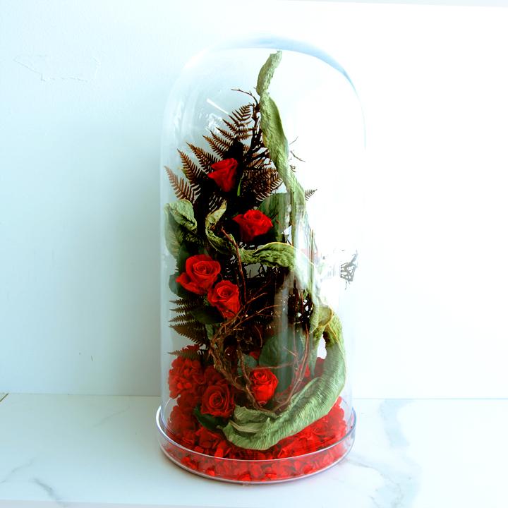 Grande cloche de fleurs séchées rouges